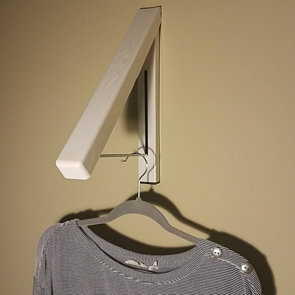 Retractable wall clothes hanger. Drying, Display